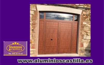 PUERTA COLOR MADERA CON PANEL COR 70 Industrial RPT